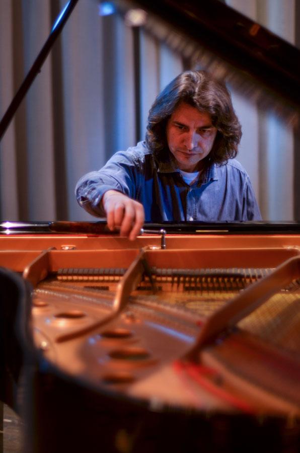 Ευγένιος Τασιούλας - Τεχνικός πιάνου / χορδιστής